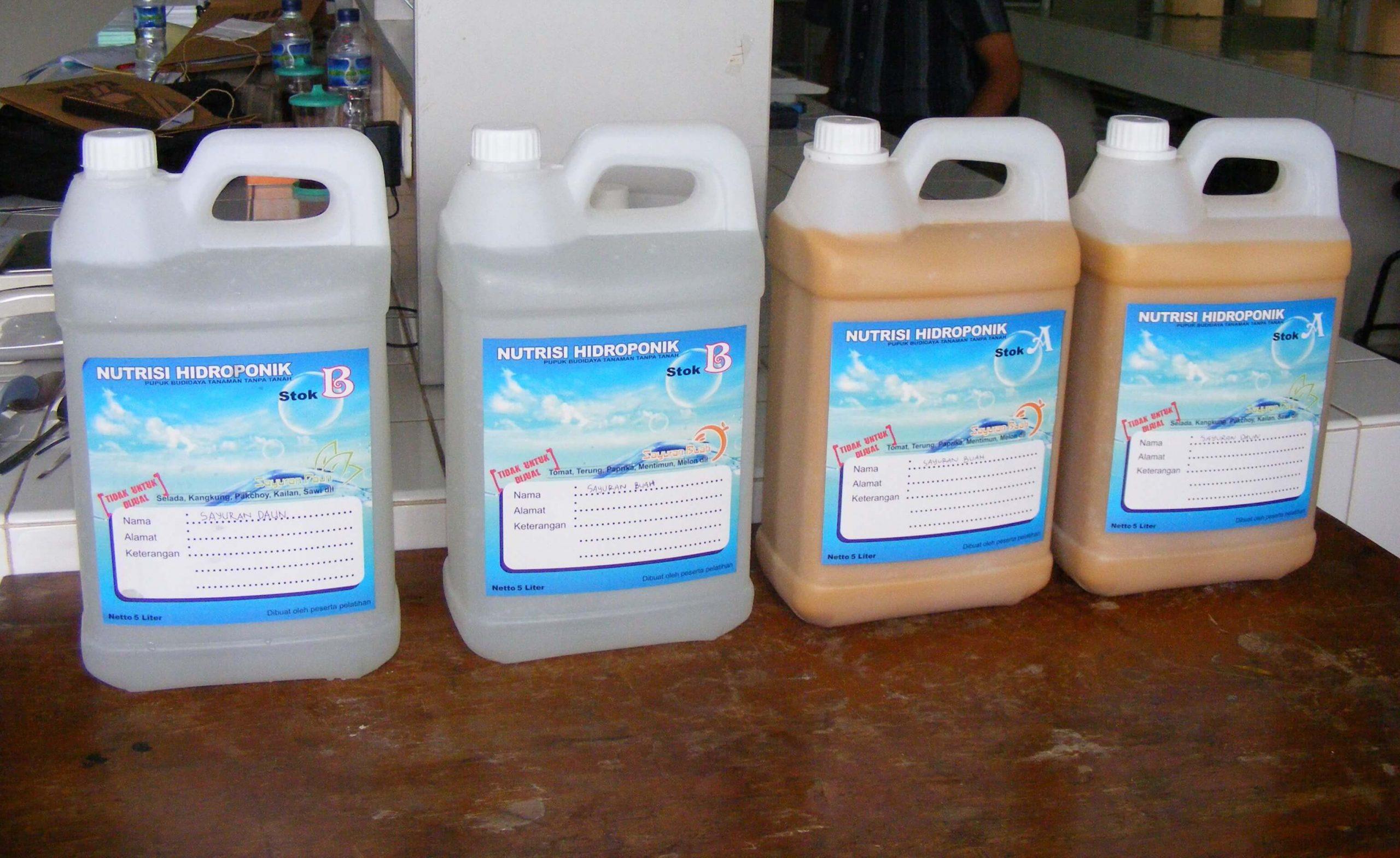 Menyiapkan Air Nutrisi Tanaman Hidroponik